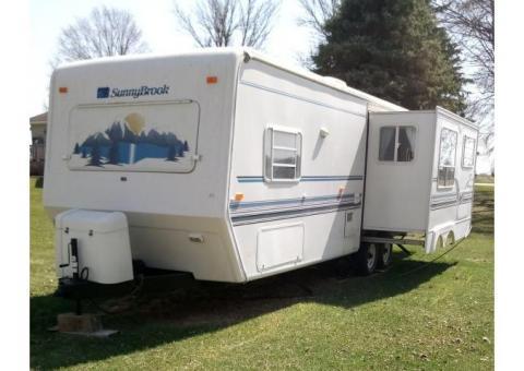 2000 30 Ft. Sunnybrook Travel Trailer/Camper